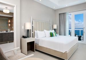 A bed or beds in a room at Conrad Fort Lauderdale Beach