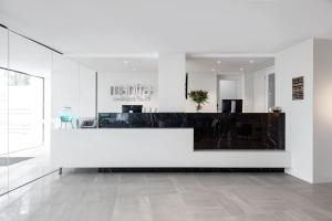 The lobby or reception area at Mantra Coolangatta Beach
