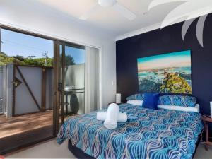A bed or beds in a room at Aqua Apartment #4