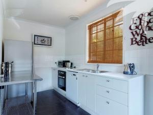 A kitchen or kitchenette at Aqua Apartment #4