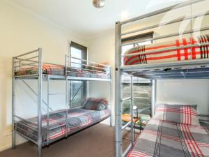 A bunk bed or bunk beds in a room at Boom 3