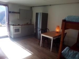 Cuisine ou kitchenette dans l'établissement Appartment Emosson 2