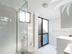 A bathroom at Sandbar View