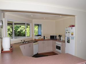 A kitchen or kitchenette at Seascape