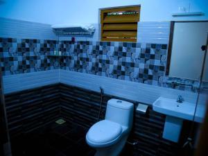 A bathroom at Swastikam Heritage Inn
