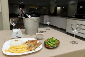 Opções de almoço e/ou jantar disponíveis para hóspedes em La Vitre Hotel