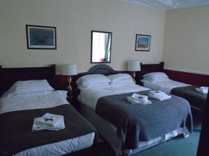 A bed or beds in a room at The Swan Inn Pub