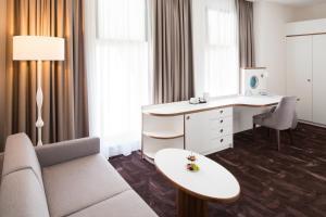 A bathroom at Mercure Hotel MOA Berlin