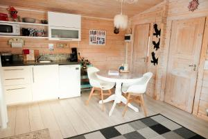A kitchen or kitchenette at Kaldá Lyngholt Holiday Homes
