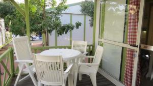 A balcony or terrace at Bungalows Bahia de la Plata
