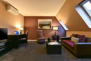 A seating area at Fraser Suites Glasgow