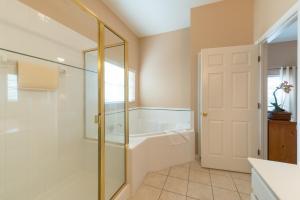 A bathroom at Bahama Bay, Davenport, Florida Oversize 2 Br condo