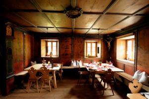 Restaurant ou autre lieu de restauration dans l'établissement Steinwandterhof