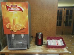Utensilios para hacer té y café en Albergue-Refugio Sargantana