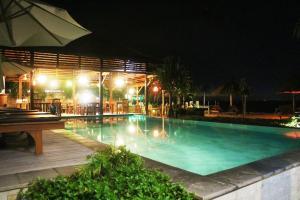 The swimming pool at or near Pemedal Beach Resort