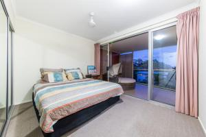 A bed or beds in a room at Candlelight - Airlie Beach