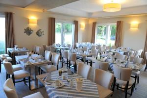A restaurant or other place to eat at Ostseehotel Boltenhagen