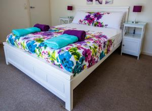A bed or beds in a room at Cerulean Blue Combo