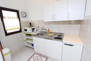 A kitchen or kitchenette at Apartments Fabris