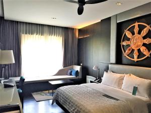 A bed or beds in a room at Le Meridien Paro Riverfront