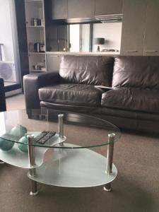 A seating area at Luxurious with Free Parking & Wi Fi