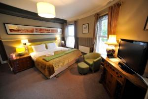 A bed or beds in a room at The Pilot Inn