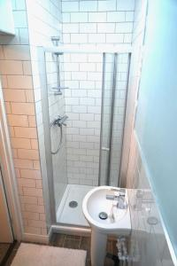 A bathroom at Tottenham Stadium double room