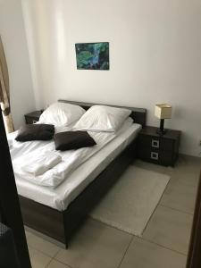 Łóżko lub łóżka w pokoju w obiekcie Apartamenty Anja w Rewalu Baltic Vip