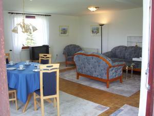 Ein Sitzbereich in der Unterkunft Ferienwohnung-Osten