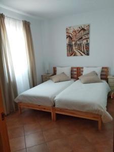 A bed or beds in a room at Islantilla-Apartamento con piscina y garaje en primera línea de playa