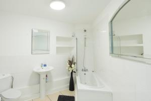 A bathroom at Town House Liverpool