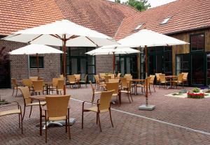 Ein Restaurant oder anderes Speiselokal in der Unterkunft Lindenhof Gästehaus & Hofcafe