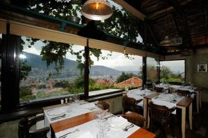 Restoran ili neka druga zalogajnica u objektu Rooms Kibe Mahala