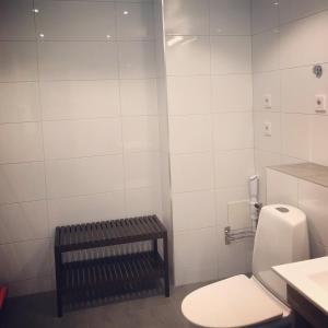 A bathroom at Torglägenheterna 4
