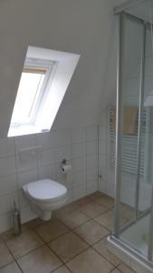 Ein Badezimmer in der Unterkunft Lindenhof Gästehaus & Hofcafe