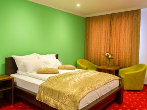 A bed or beds in a room at Hotel Dubai