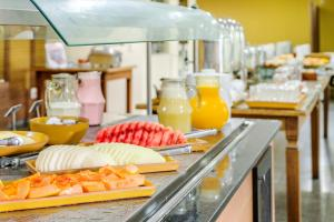 Breakfast options available to guests at Alice Vitória Hotel