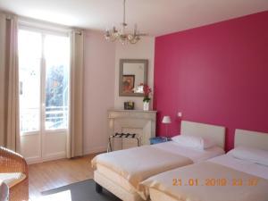 Säng eller sängar i ett rum på Hotel Villa Les Cygnes