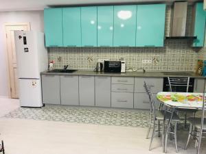 Кухня или мини-кухня в Apartment Gorkogo