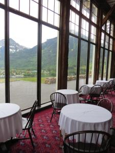 A restaurant or other place to eat at Prince of Wales Hotel