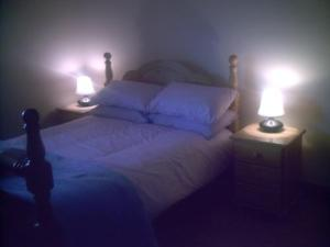 A bed or beds in a room at Davmar B&B