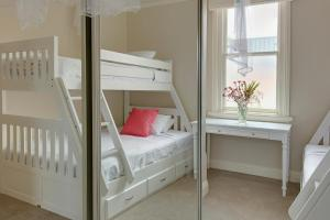 A bunk bed or bunk beds in a room at Bright and spacious 3-bedroom home with courtyard