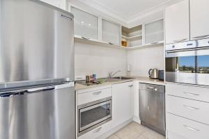 A kitchen or kitchenette at Live the harbourside life