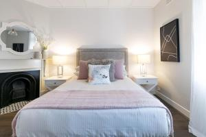 A bed or beds in a room at Renovated comfort in historic inner-city enclave