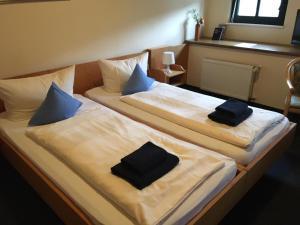 Кровать или кровати в номере Altes Bierhaus