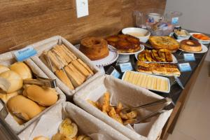 Breakfast options available to guests at Pousada Kanoas