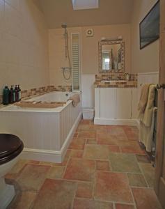 A bathroom at Ivy Cottage
