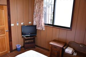 A television and/or entertainment center at Shi-Jia B&B