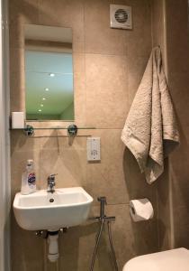 A bathroom at 4 Agars Place