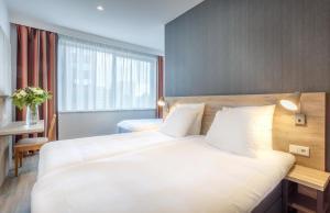 Ein Bett oder Betten in einem Zimmer der Unterkunft Joy Hotel